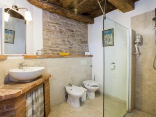 bathroom cavalenzano rooms